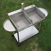 Swivelling side trays for extra storage on the Barrel Barbecue 2